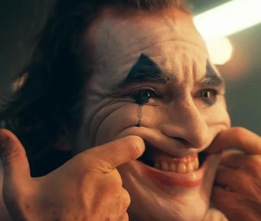 Razones por las que tienes que ver Joker sin compararlo con Heath Ledger
