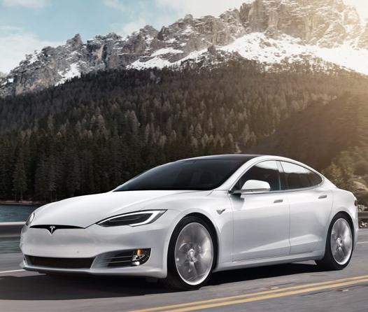¿Qué outfit debes usar cuando sales a dar una vuelta en tu Tesla?