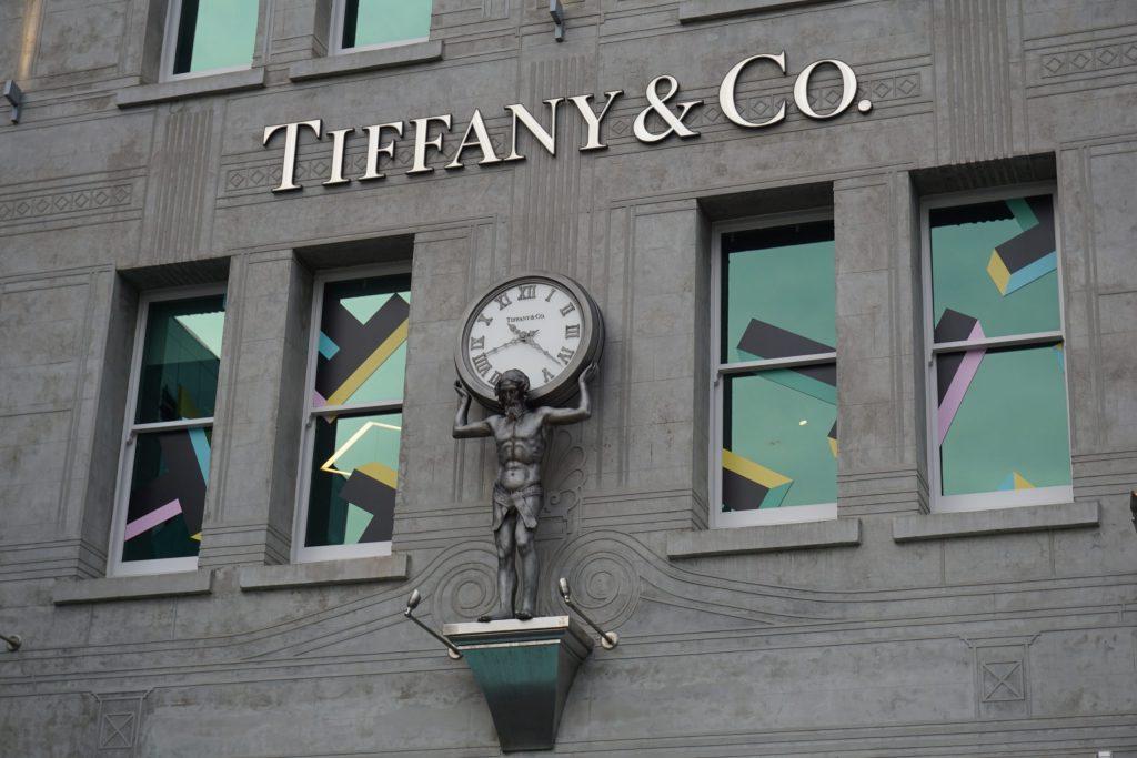 Louis Vuitton compra Tiffany por 16,200 mdd
