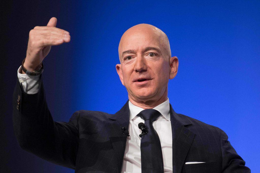 Jeff Bezos dona 100 mdd a bancos de alimentos