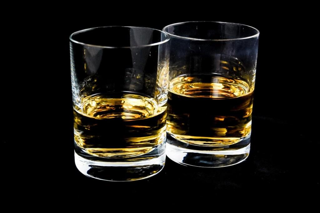 Whiskey vs. Whisky: todo lo que debes saber para diferenciarlos
