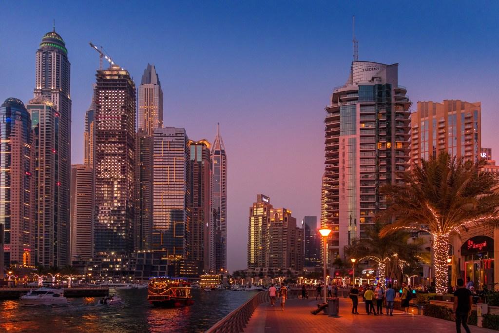 Dubai hace del autocine una experiencia de lujo