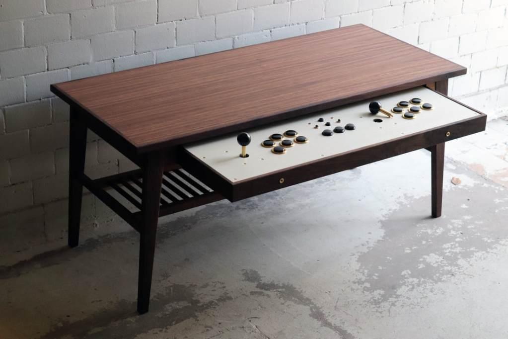 Así es como esta Coffee Table se convierte en un controlador para Arcade