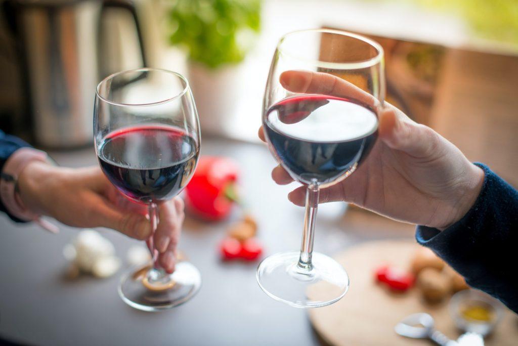 Bodegas de Santo Tomás te invita a que… ¡Brindemos por lo bueno!