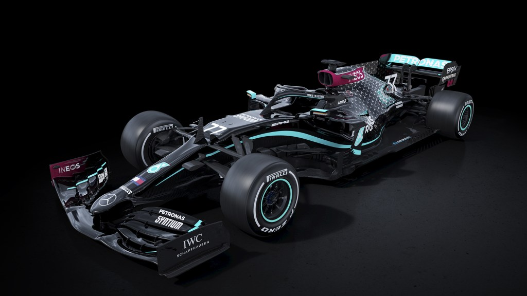 La escudería Mercedes pinta de negro sus autos de F1 para ir más rápido contra el racismo