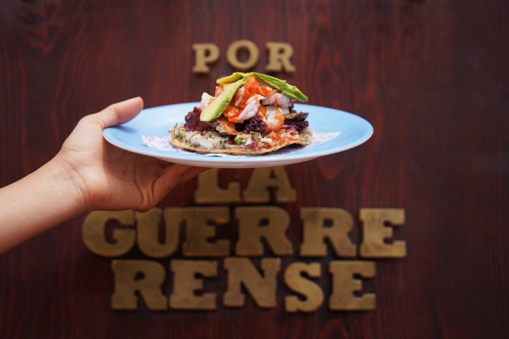 De Ensenada para México, La Guerrerense cumple 60 años como la carreta de mariscos más famosa
