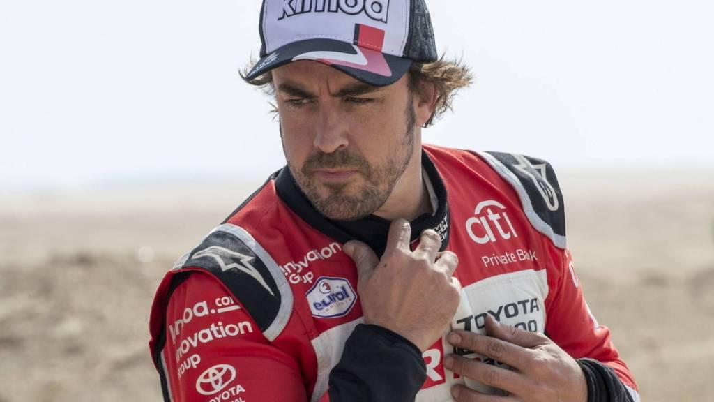 El piloto Fernando Alonso presenta su sistema de audio Bang & Olufsen, de edición limitada