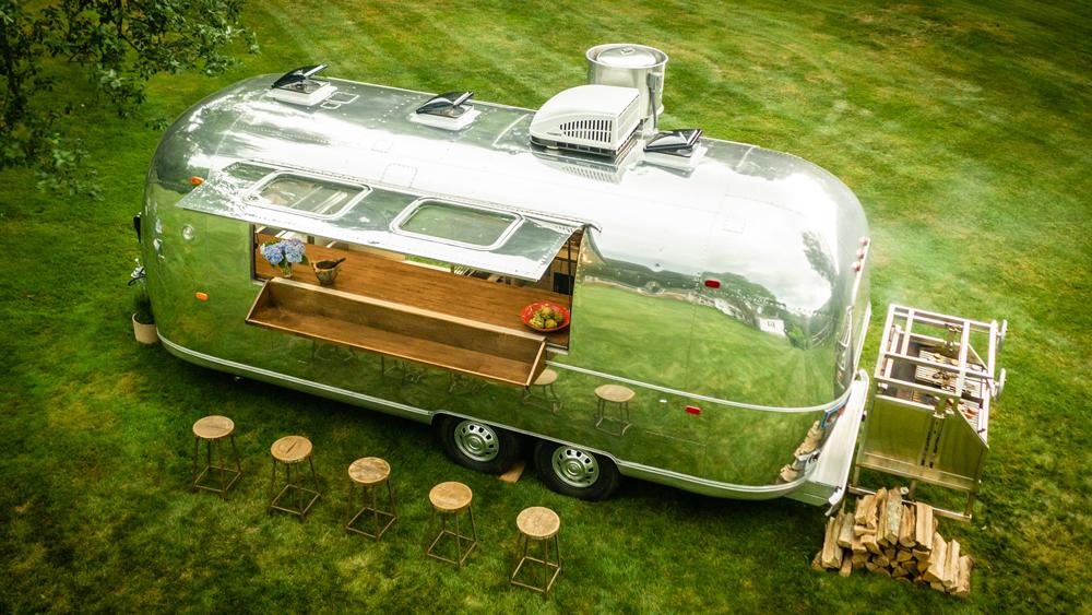 Abordo de una Airstream 1971, Yann Nury llevará lujosas cenas por todo Estados Unidos