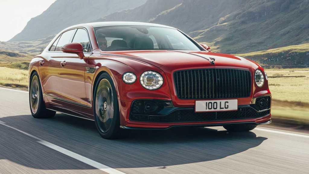 Elegante, imponente y con el mismo nivel de lujo, así es el nuevo Flying Spur V8 de Bentley