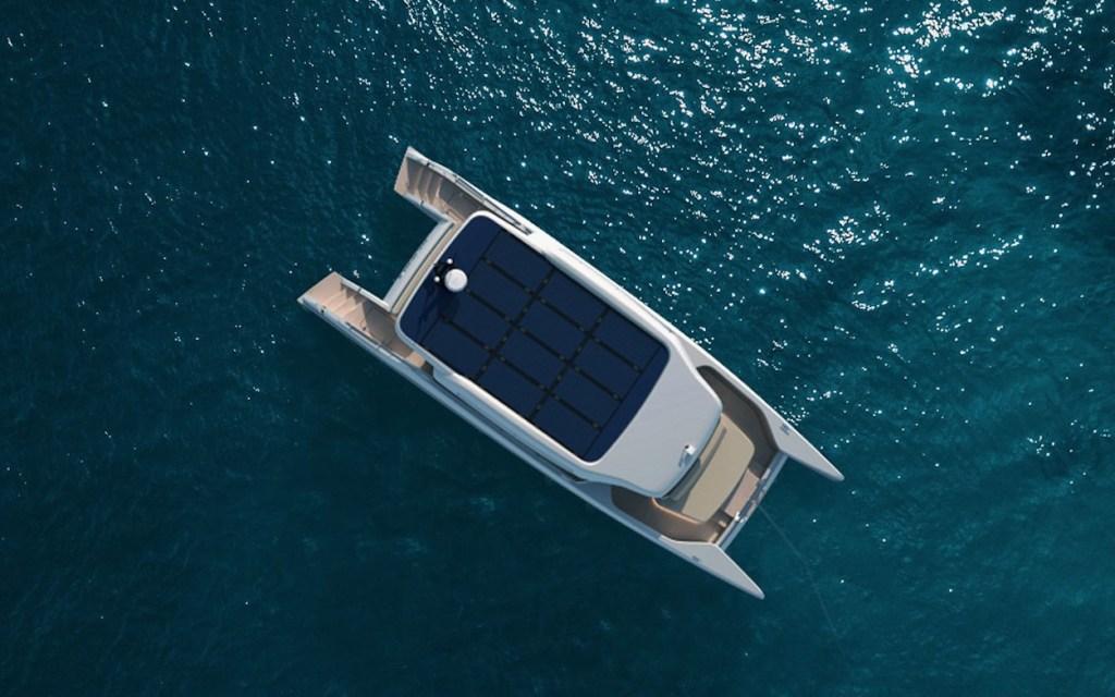 Soel yachts presenta un catamarán eléctrico impulsado a energia solar