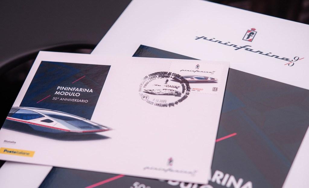 Pininfarina cumplió 90 años y el correo italiano lo celebra con un sello de la Ferrari Módulo
