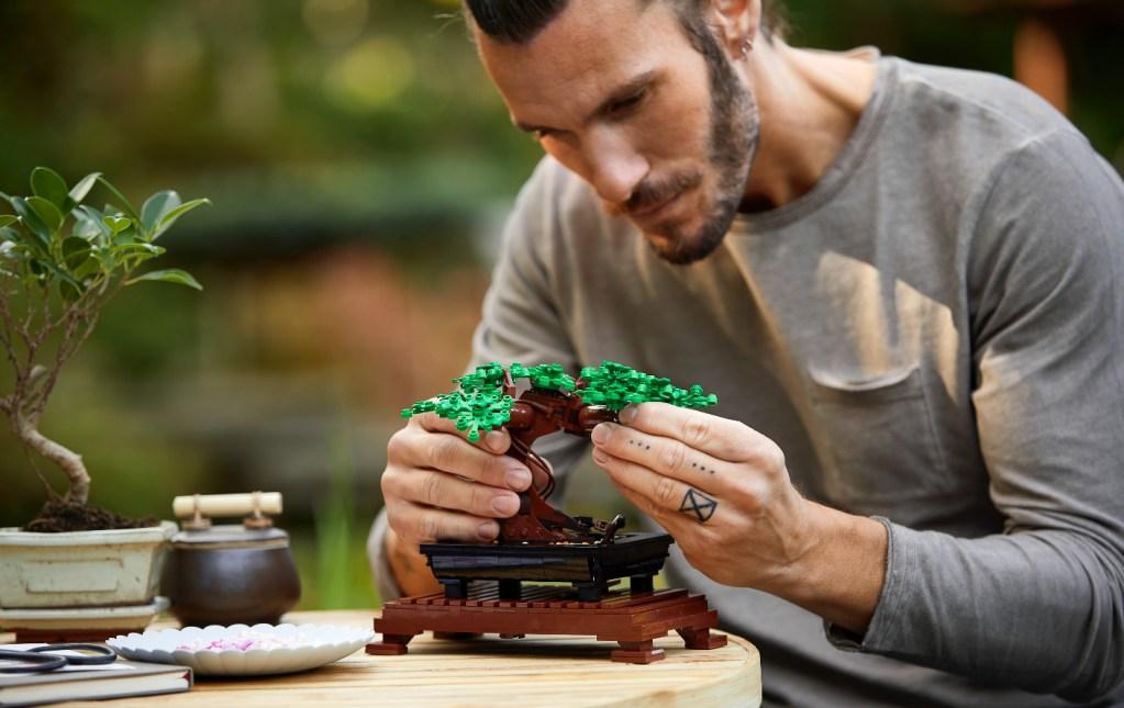 Conoce los nuevos kits de flores y bonsais de Lego que nunca se marchitarán
