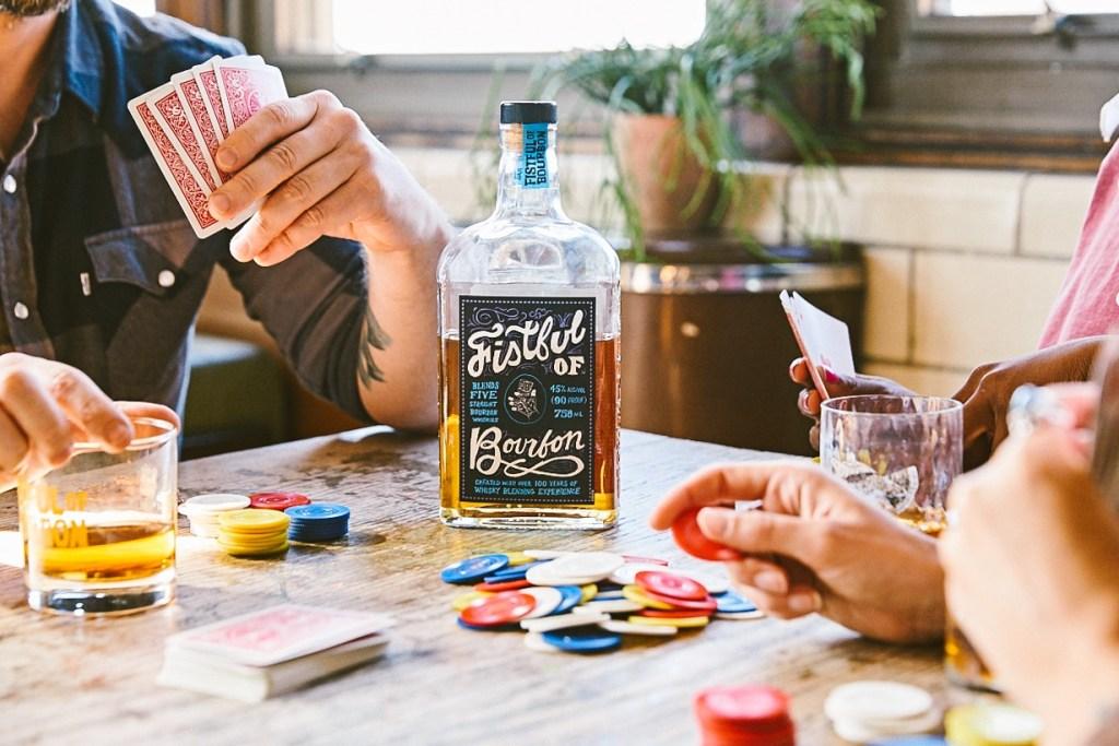 Una marca de whisky paga hasta 2 mdp a quien tenga las manos perfectas