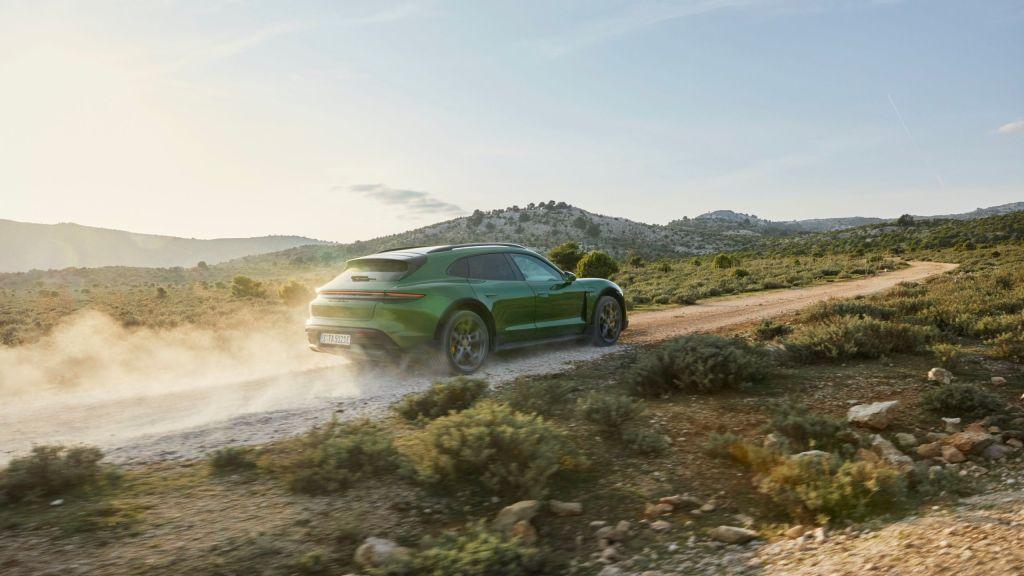 Porsche presentó el Taycan Cross Turismo: súper deportivo, eléctrico ¡y todo terreno!