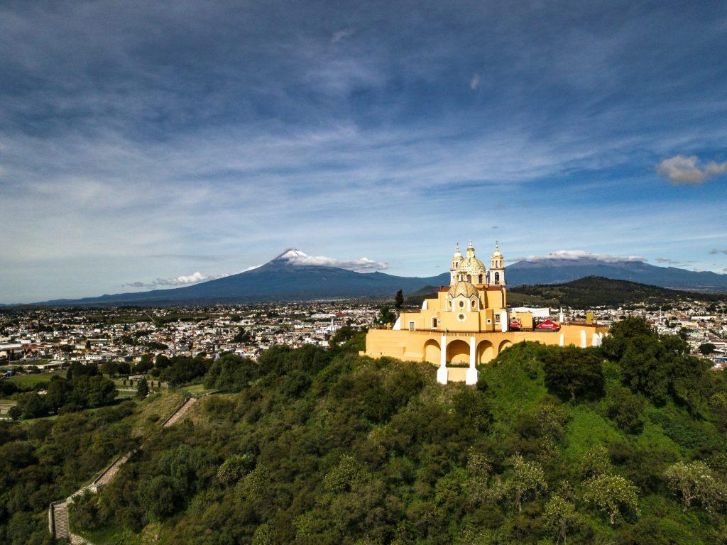 Con el Popo e Izta de fondo, estos campos de golf y residencias de lujo te harán amar Puebla
