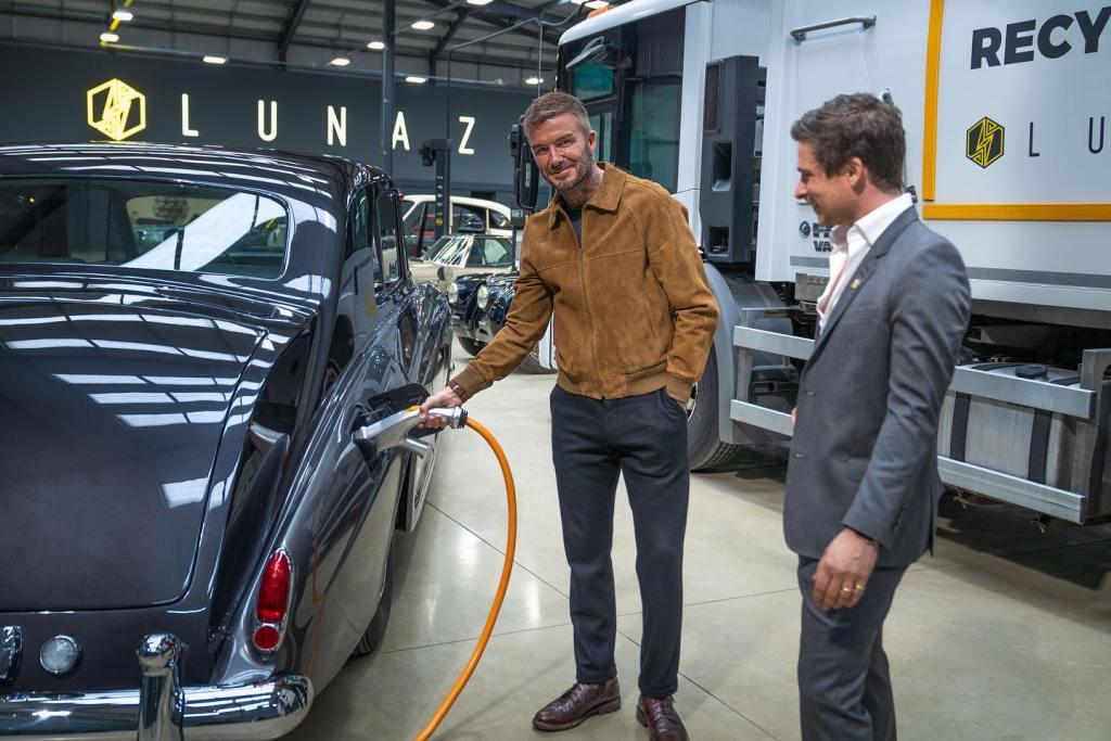 David Beckham, el nuevo fichaje de Lunaz Design, firma que electrifica autos clásicos