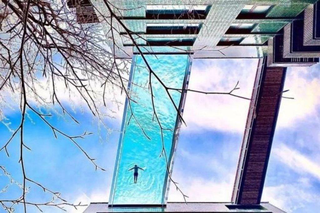 En Londres, si miras al cielo, quizá veas gente nadando en la primera piscina flotante del mundo