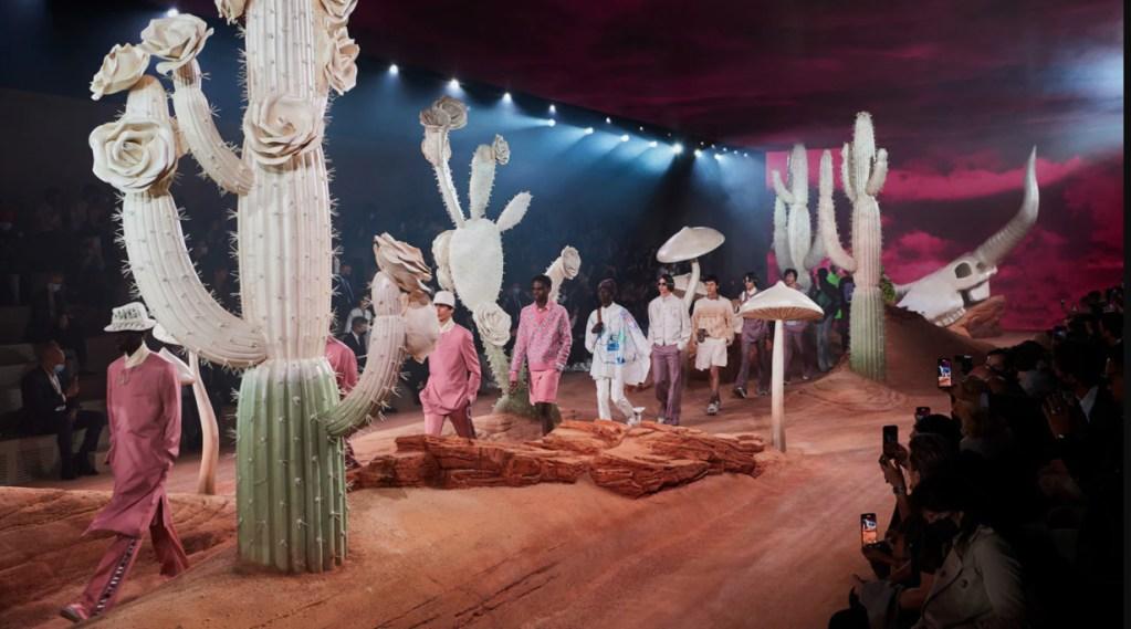 Kim Jones y Travis Scott reinventan el estilo texano  en la nueva colección de Dior