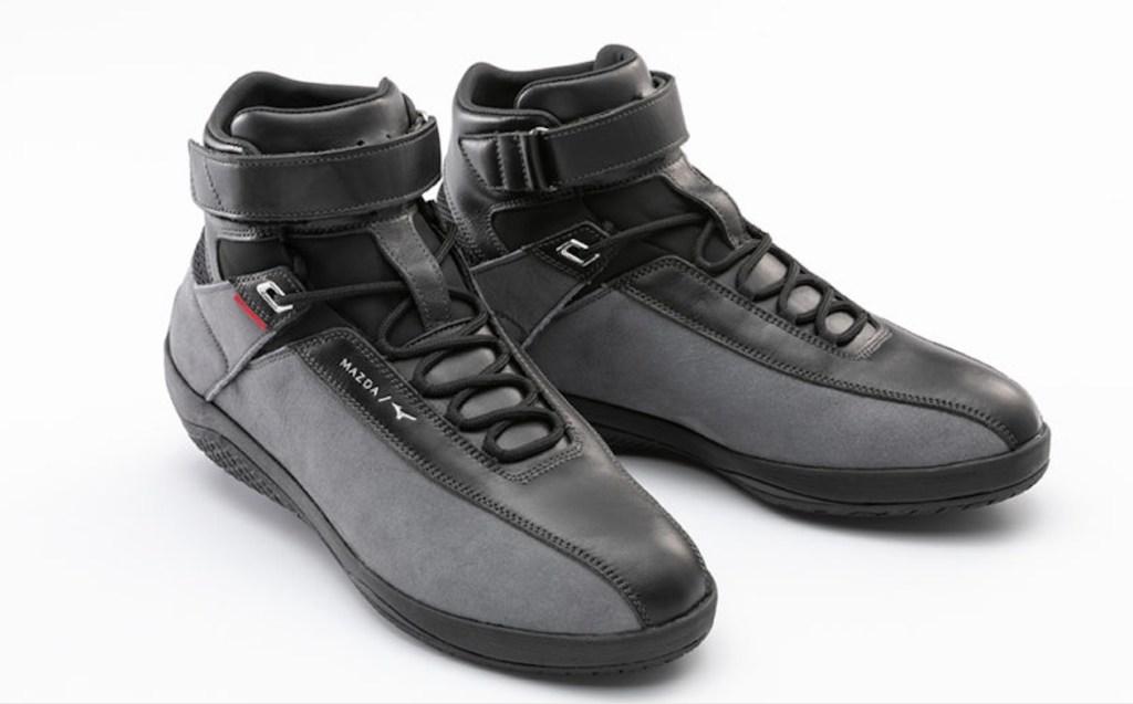 Mazda y Mizuno crearon un par de zapatos específicamente diseñados para conducir