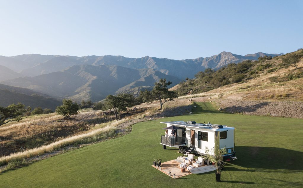El remolque Living Vehicle 2022 es todo un resort de lujo andante y sostenible