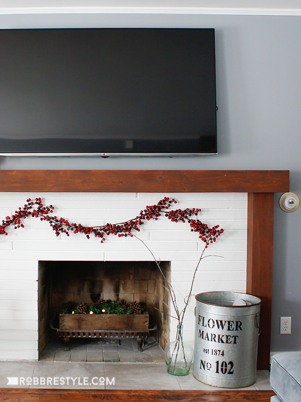 easy-tips-holiday-decorating-fireplace-10