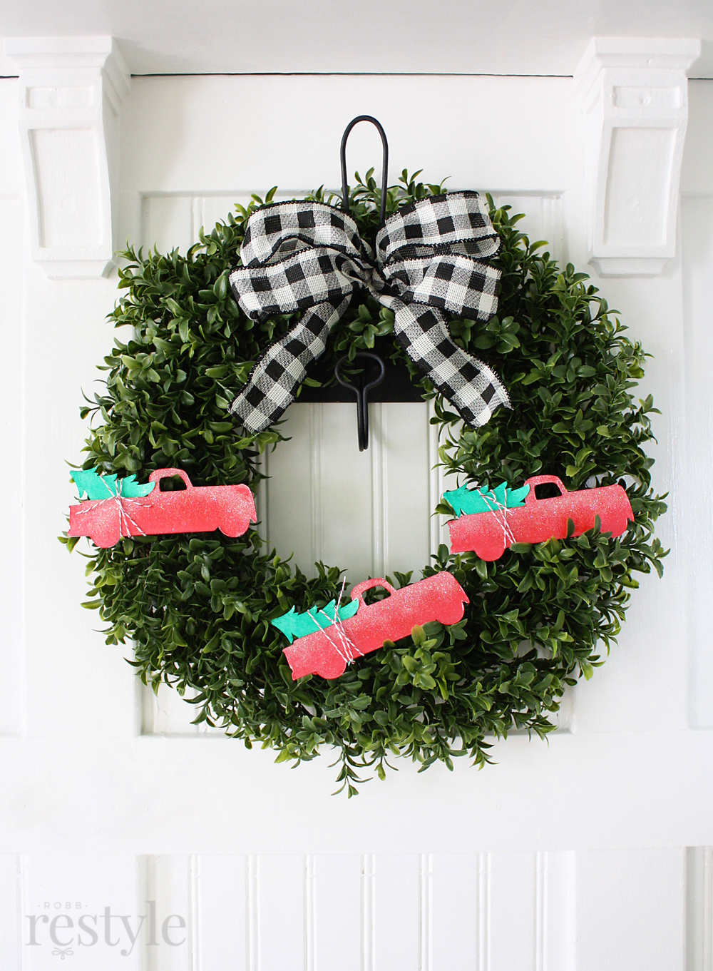 holiday truck wreath