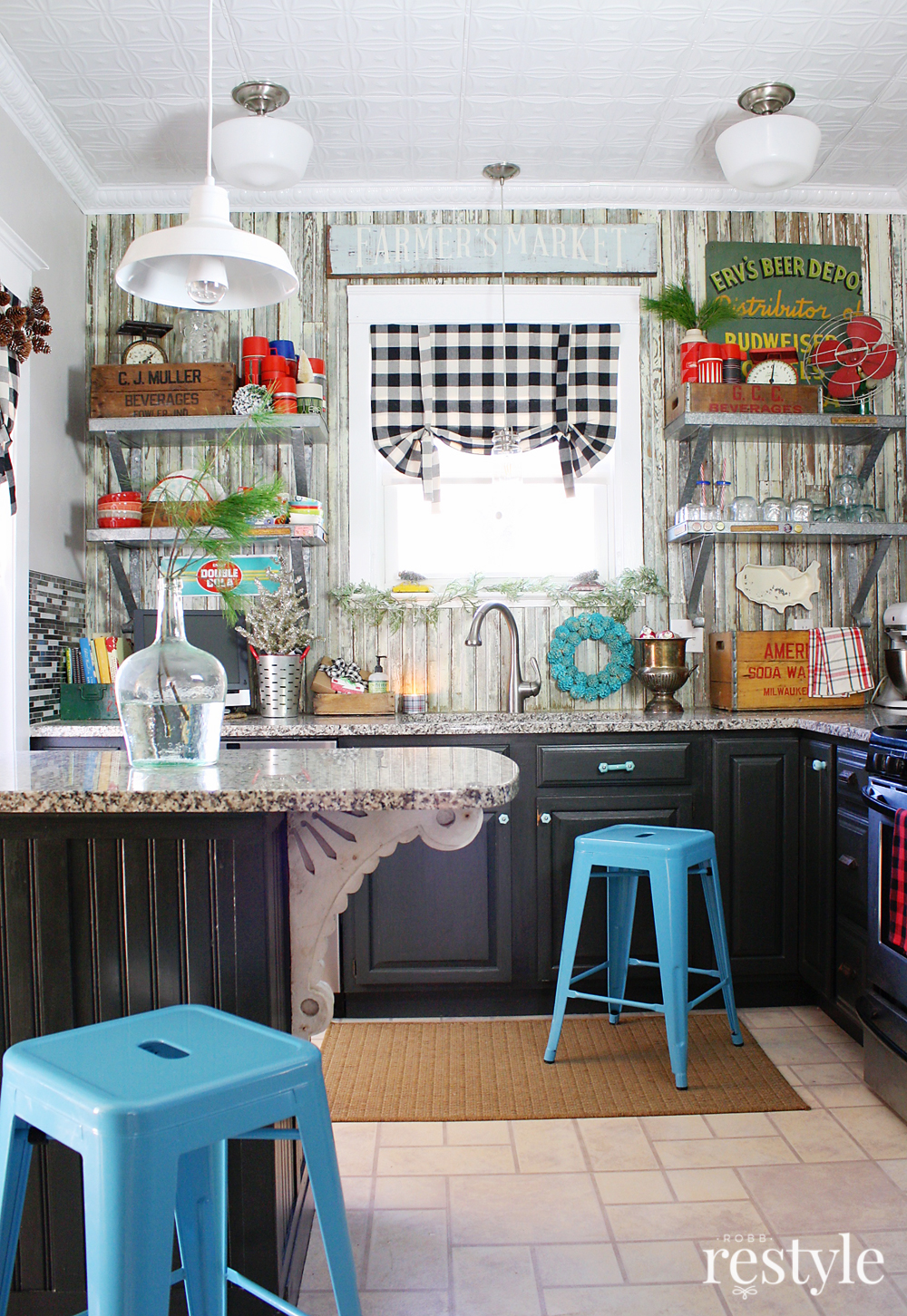 A Vintage Collector\'s Holiday Kitchen Tour | Robb Restyle