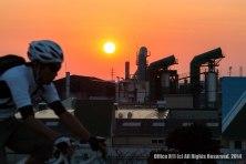 サイクリストと夕日