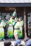 男踊りをする女性踊り子