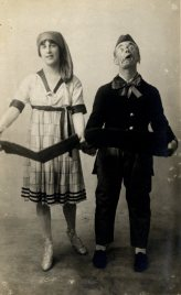 Unidentified male and female Music Hall performers, c. 1905.