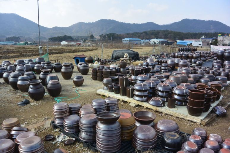 Onggi pottery sales yard