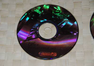 A close up of the disc (what the picture doesn't show are the slight blotches/uneven finish you don't find on genuine discs!)