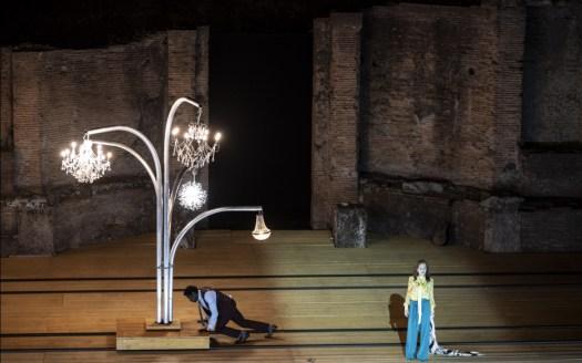 Adama Diop e Isabelle Huppert in La Cerisaie Regia Tiago Rodrigues Pompei Theatrum Mundi - ph Marco Ghidelli