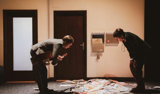 Graham F. Valentine e Martin Zeller in Aucune idée - regia Christoph Marthaler - Campania Teatro Festival