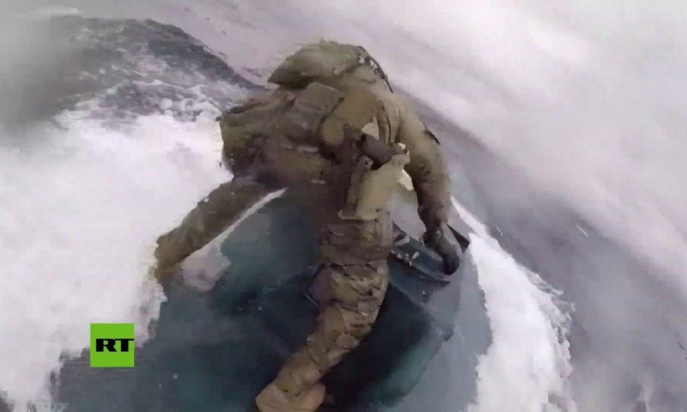 VIDEO: Agentes de EE.UU. asaltan narcosubmarino en movimiento con 232 millones de dólares en cocaína