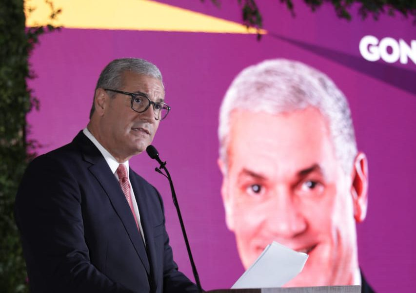 """Gonzalo Castillo: """"No basta con proclamar sangre nueva sino que se debe demostrar será útil al país"""""""