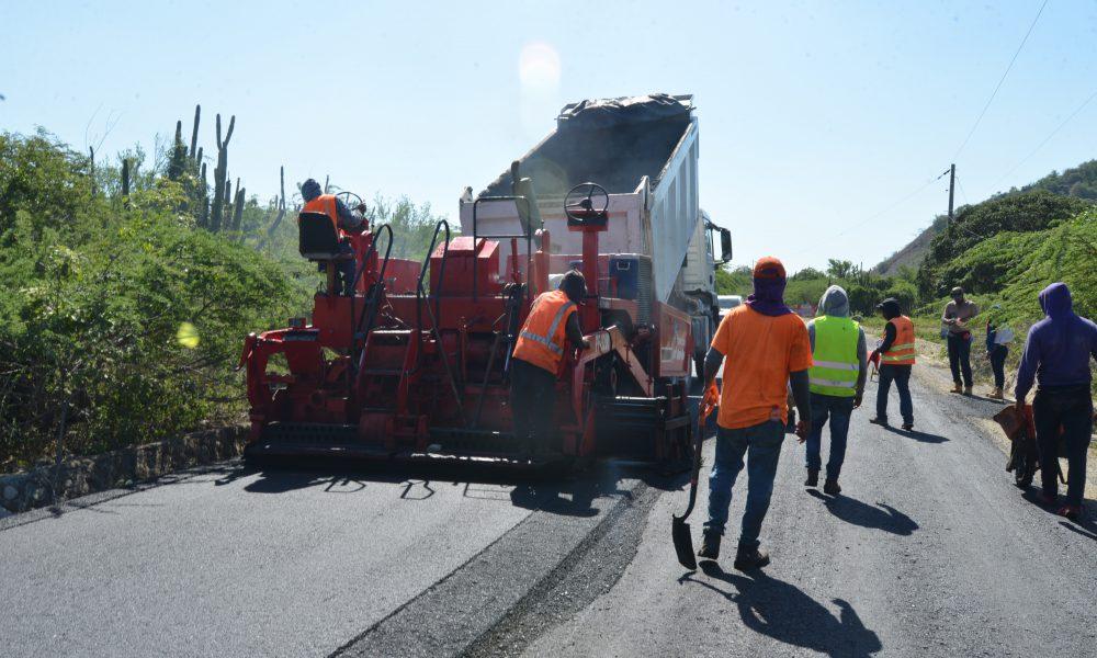MOPC inicia trabajos reconstrucción carretera que enlaza comunidades de la provincia Peravia
