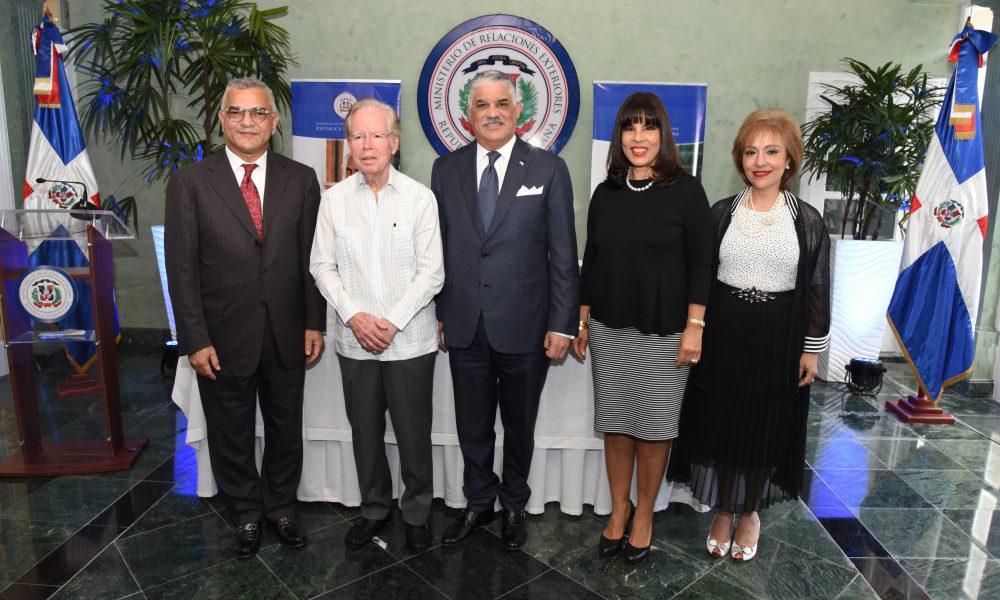 Canciller Vargas exhorta apoyar segunda entrega Premio al Emigrante Dominicano Sr. Oscar de la Renta
