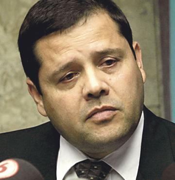 Iván Guardia Rodríguez, Director Financiero Contable de la CCSS acusado por su ex esposa de Violación y por peculado ante los Tribunales de Justicia, sigue laborando en la Institución como si tal cosa.