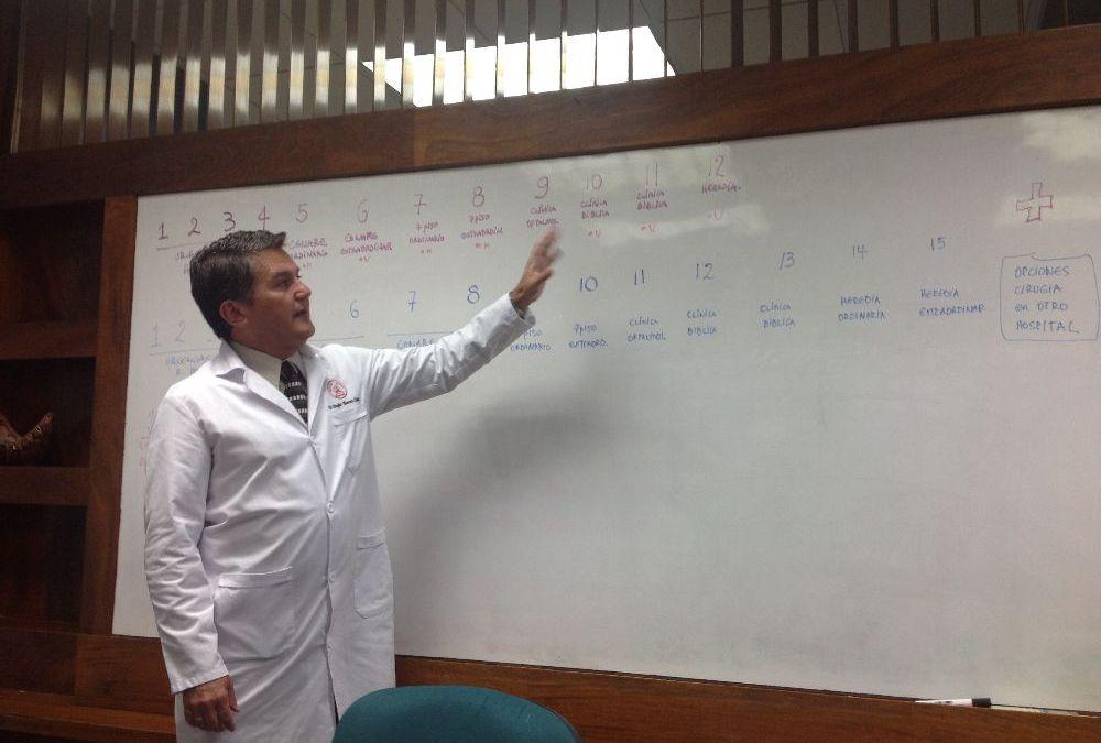 Dr Douglas Montero director del Hospital México, en el año 2004 supuestamente dio órdenes a sus subalternos (Clínica Clorito Picado) para alterar expedientes de pacientes.