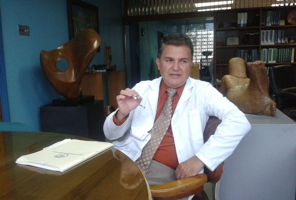 Dr Douglas Montero Chacón, Director del Hosp México, de manera ilegítima (supuestamente) se brincó todos los procedimientos administrativos para nombrar a dedo personal en medicina.