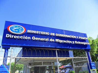 Dirección de Migración extiende una certificación a nombre de Taciano Lemos Pires, cuando el nombre real es TACIANO GOMIDES LEMOS.