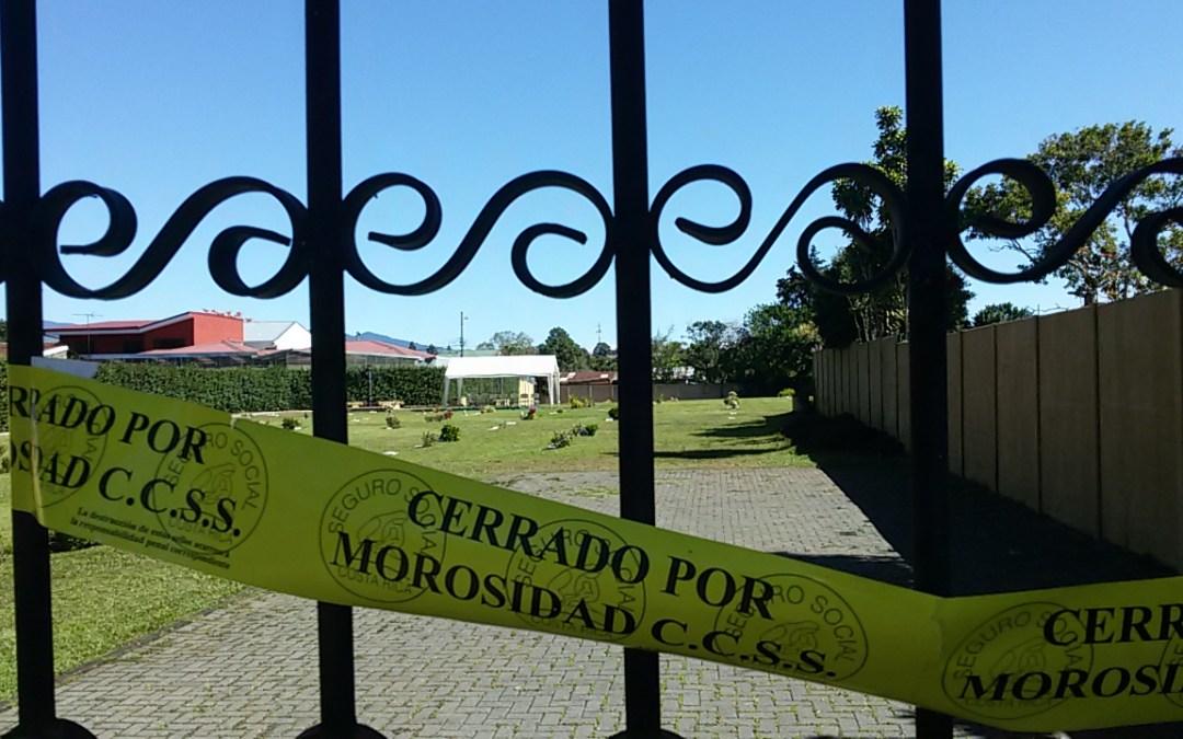 Ramón Aguilar Facio rompe cintas de cierre de negocios por morosidad con la Caja, en Montesacro de San Fco de Dos Ríos.(deuda ₡839 millones)