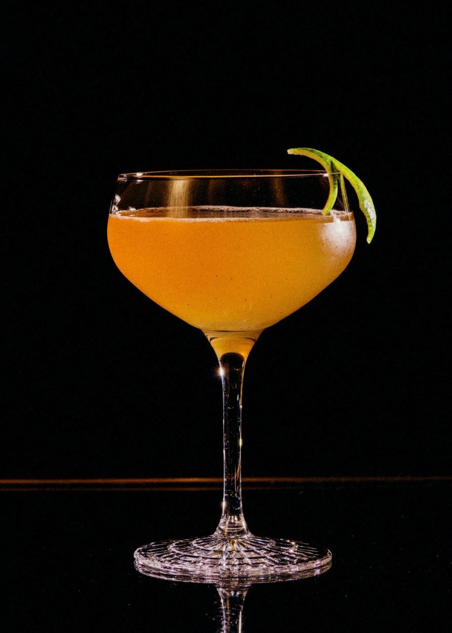 Recipe: 5cl Plantation Pineapple 2cl Rose's Lime Juice Lime