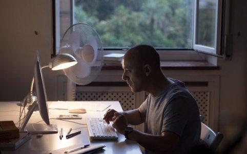 Fotograma d'El Autor, protagonitzada per Javier Gutiérrez. Font: Icónica Films.