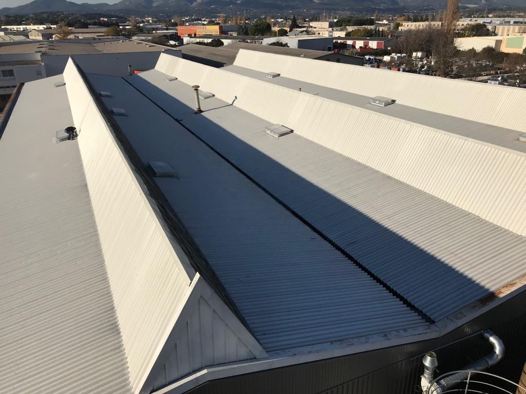 desamiantage complet toiture industrielle avec chenaux zinc aubagne