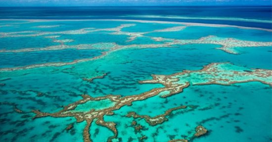 great-barrier-reef arial view