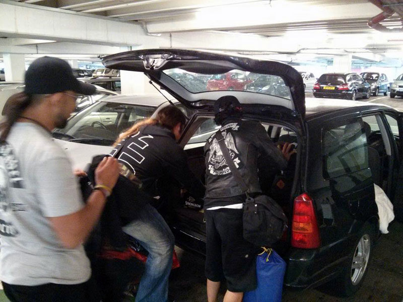 Packing di Heathrow Airport. Dari Jakarta langsung ke Donington Park. Crazy!