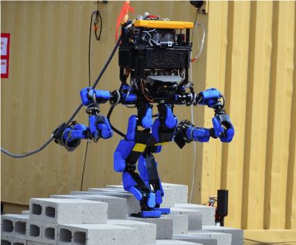 DRCでスイスイデコボコの地面を歩いたシャフトのS-Oneロボット(http://spectrum.ieee.org/より)