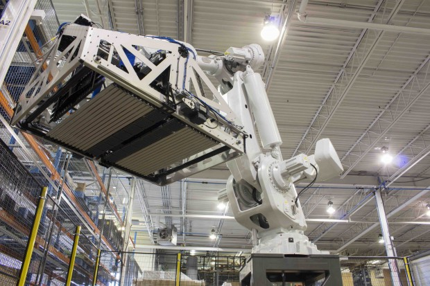 Giant distribution centers look to robots to deal with increasing e-commerce orders